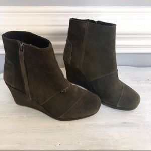 Tom's Olive Green Suede Booties Size 6